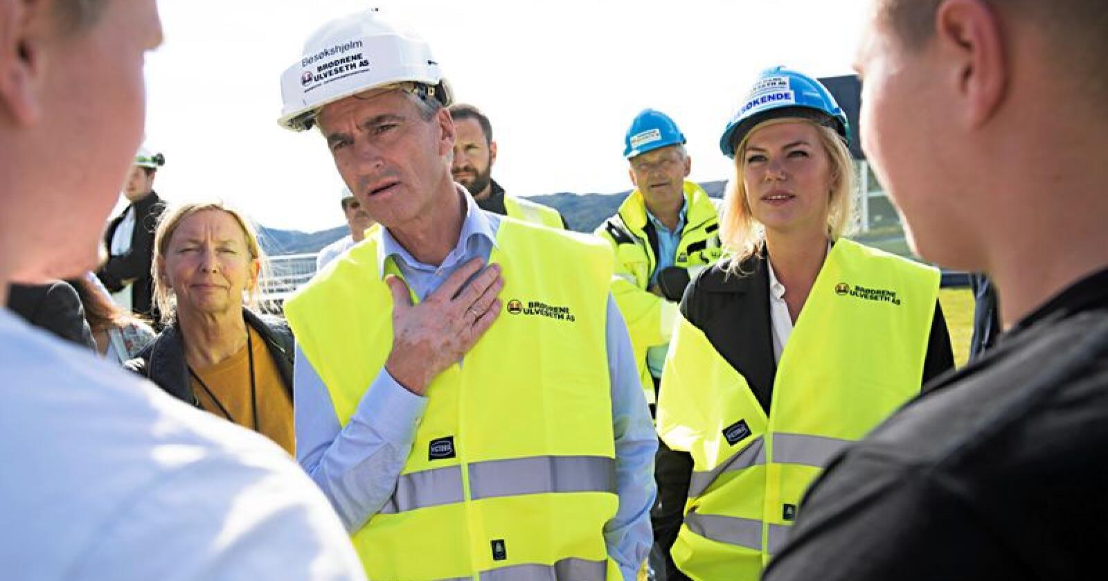 Ap og Jonas Gahr Støre, her fra et besøk på på en byggeplass i valgkampen i fjor. Foto: Marit Hommedal / NTB scanpix