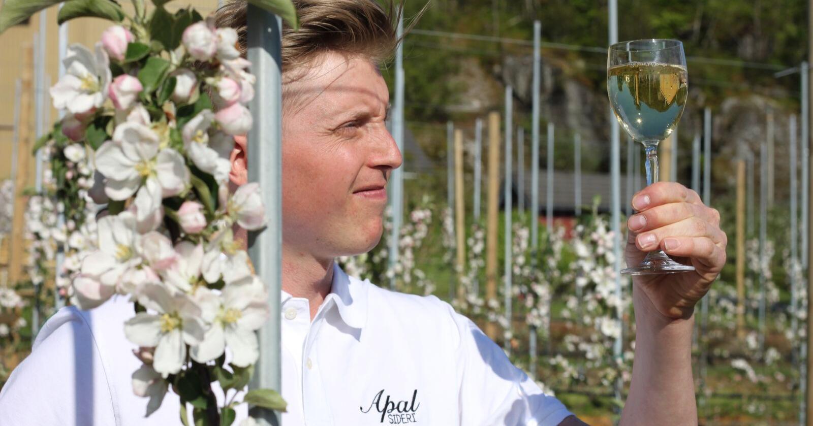 Vinner i kategorien musserende sider under Ciderworld 2020 ble 31 år gamle Dan Olav Sæbø med hans Sølvsider. Foto: Hanen