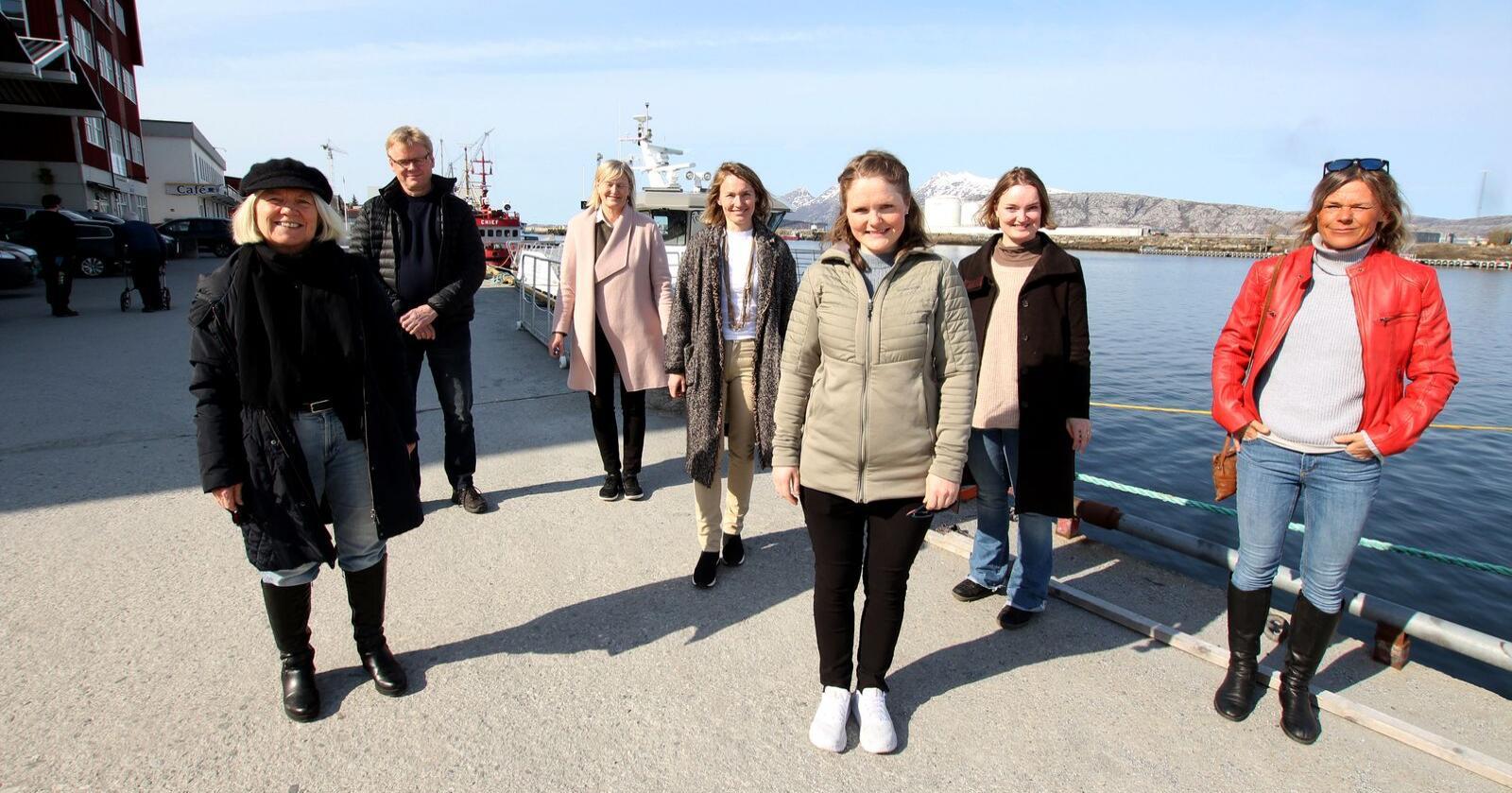 Ressursgruppa frå venstre: Arna Meisfjord, Lars Olav Mogård-Larsen, Hanne Davidsen, Aino Olaisen, Jenny Myklebust, Maria Olaisen og Renate Nordnes. Foto: Mariann Vatne