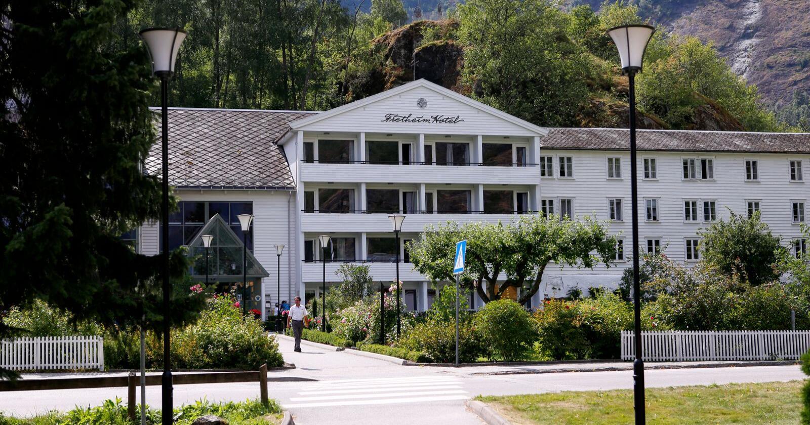 Ved Fretheim Hotel i Flåm har dei hatt mange norske gjester i sommar. Hotelldirektør Øivind Wigand seier dei at han opplever at dei fleste gjestene har vore nøgde. Arkivfoto: Marianne Løvland / NTB scanpix / NPK