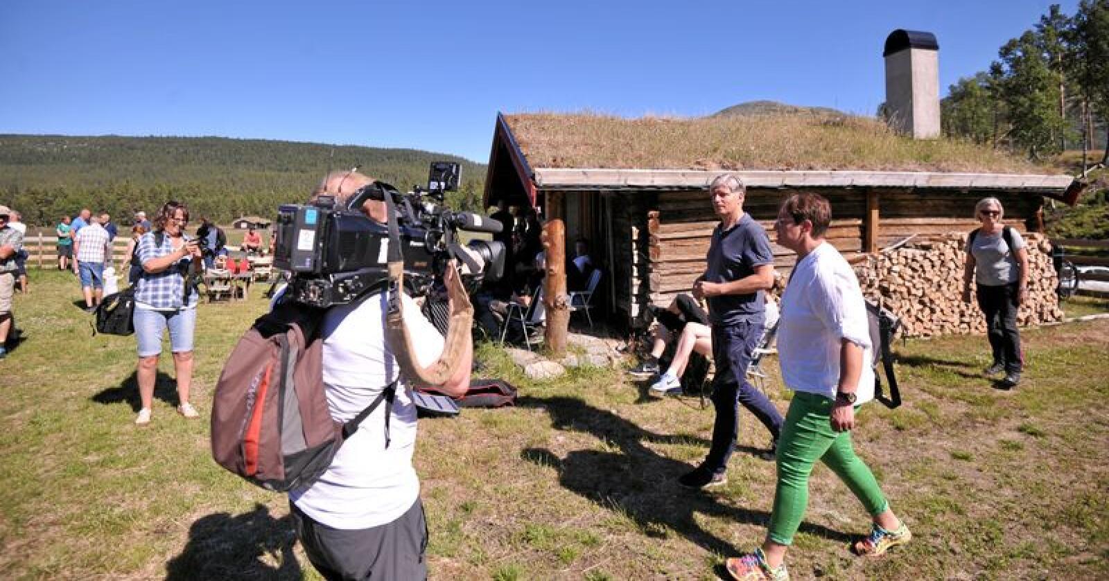 Klima- og miljøminister Ola Elvestuen møtte 1. juli sauebønder i Nord-Østerdalen. Foto: Sivert Rossing