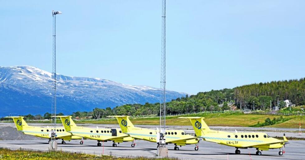 På bakken: Nye ambulansefly står fortsatt på bakken. Foto: Rune Stoltz Bertinussen/NTB scanpix