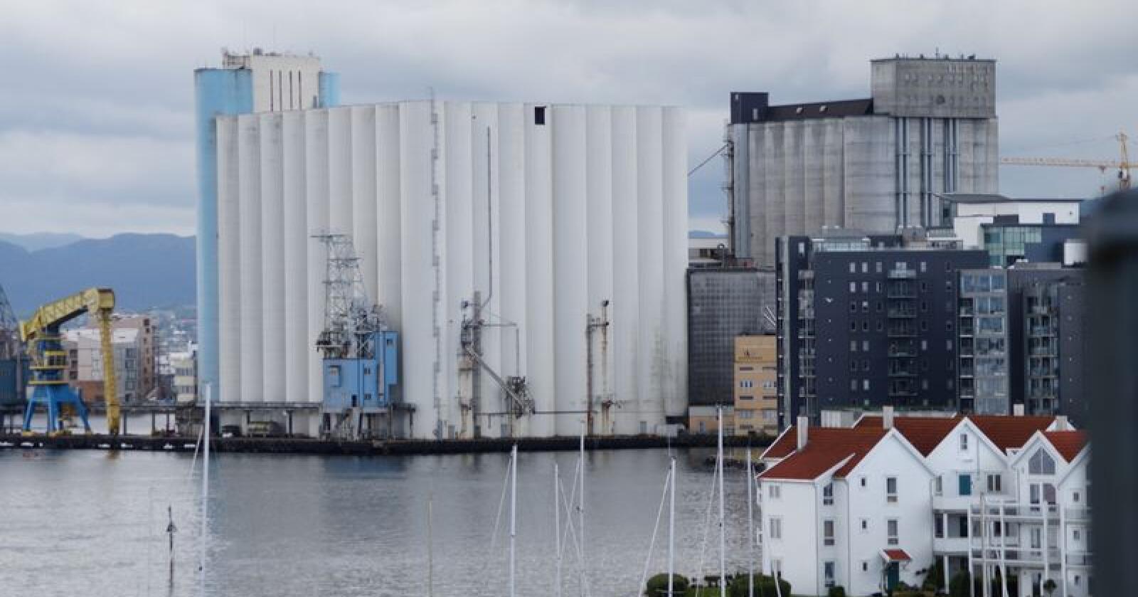 Beredskap: Et flertall på Stortinget sier nei til å opprette en totalberedskapskommisjon som kan gi svar på hvordan det egentlig står til med lokal så vel som nasjonal beredskap i Norge. På bildet sees Stavanger Havnesilo. (Arkivfoto)
