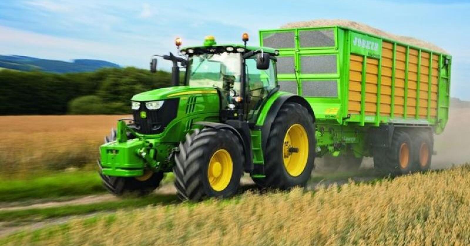 John Deere er månedens bestselger med totalt 85 stk nysolgte traktorer.