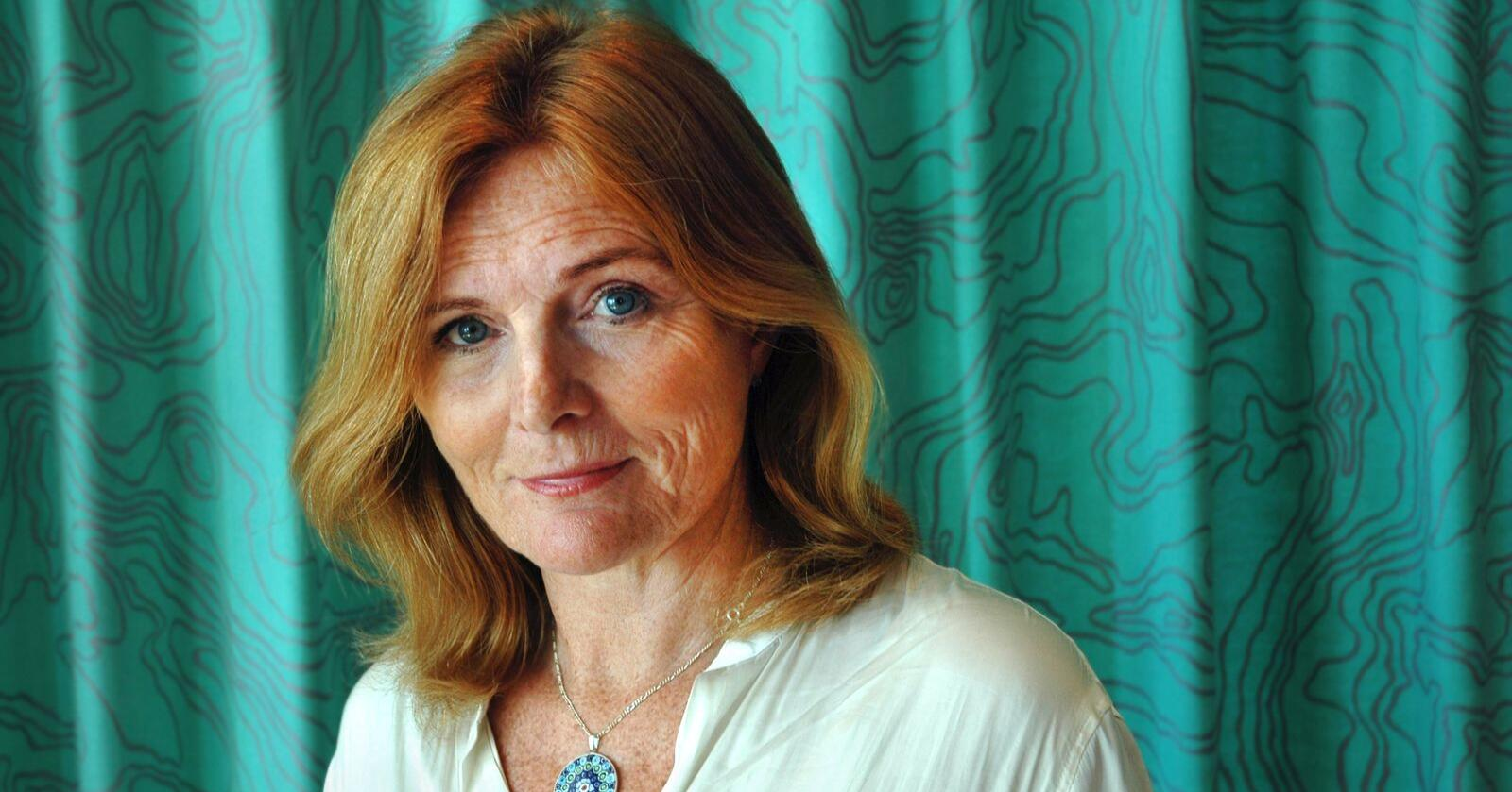 Ragnhild Sollund har skrive boka «Bare et dyr?», der ho tek for seg korleis vi menneske ser på og behandlar dei forskjellige dyra ut frå korleis vi har kategorisert dei. Foto: Per Jørgen Ystehede / UiO