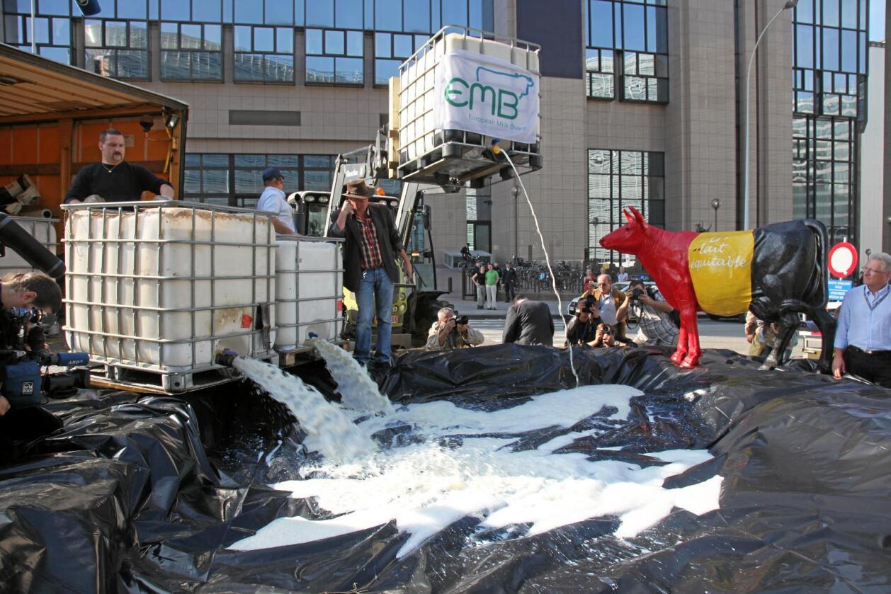 Bønder i Europa har aksjonert siden finanskrisa. Her fra en demonstrasjon i regi av European Milk Board. Foto: EMB