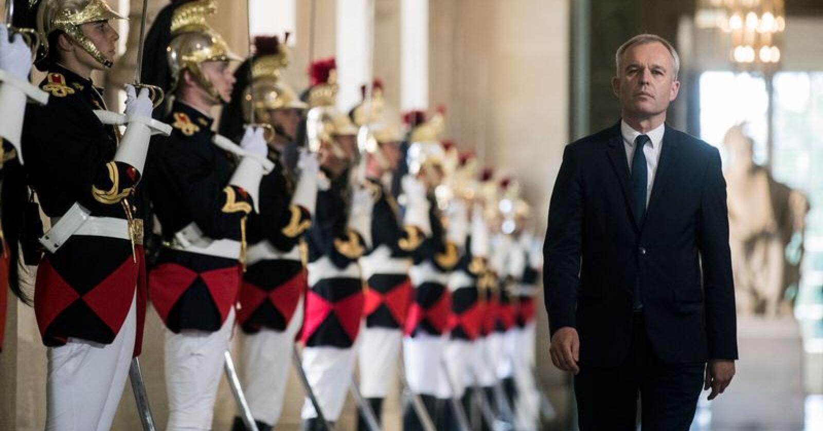 Miljøvernminister François de Rugy trekker seg fra regjeringen etter oppslag om overdådige middager med hummer og dyr vin. Selv mener han at det var en del av jobben som leder for nasjonalforsamlingen. Foto: AP/NTBscanpix