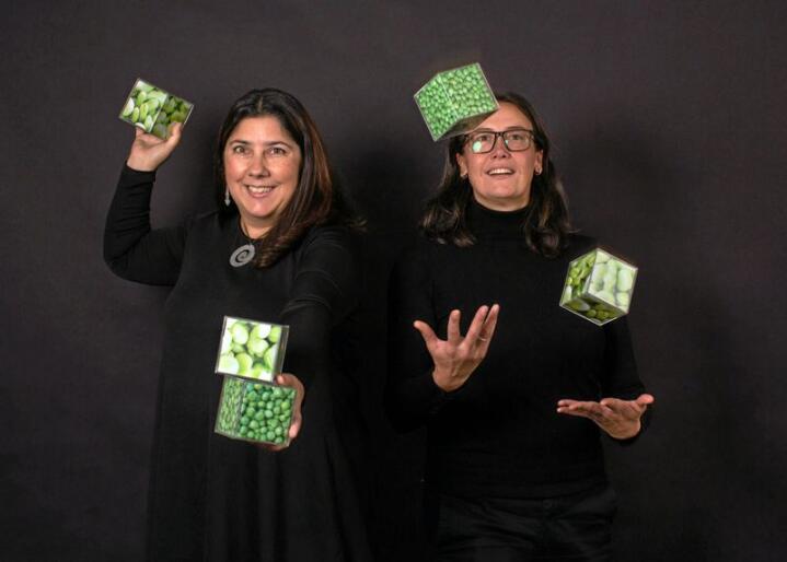 Antje Gonera og Paula Varela forsker på hva som skal til for å få forbrukere til å spise mer plantebasert. Foto: Joe Urrutia © Nofima