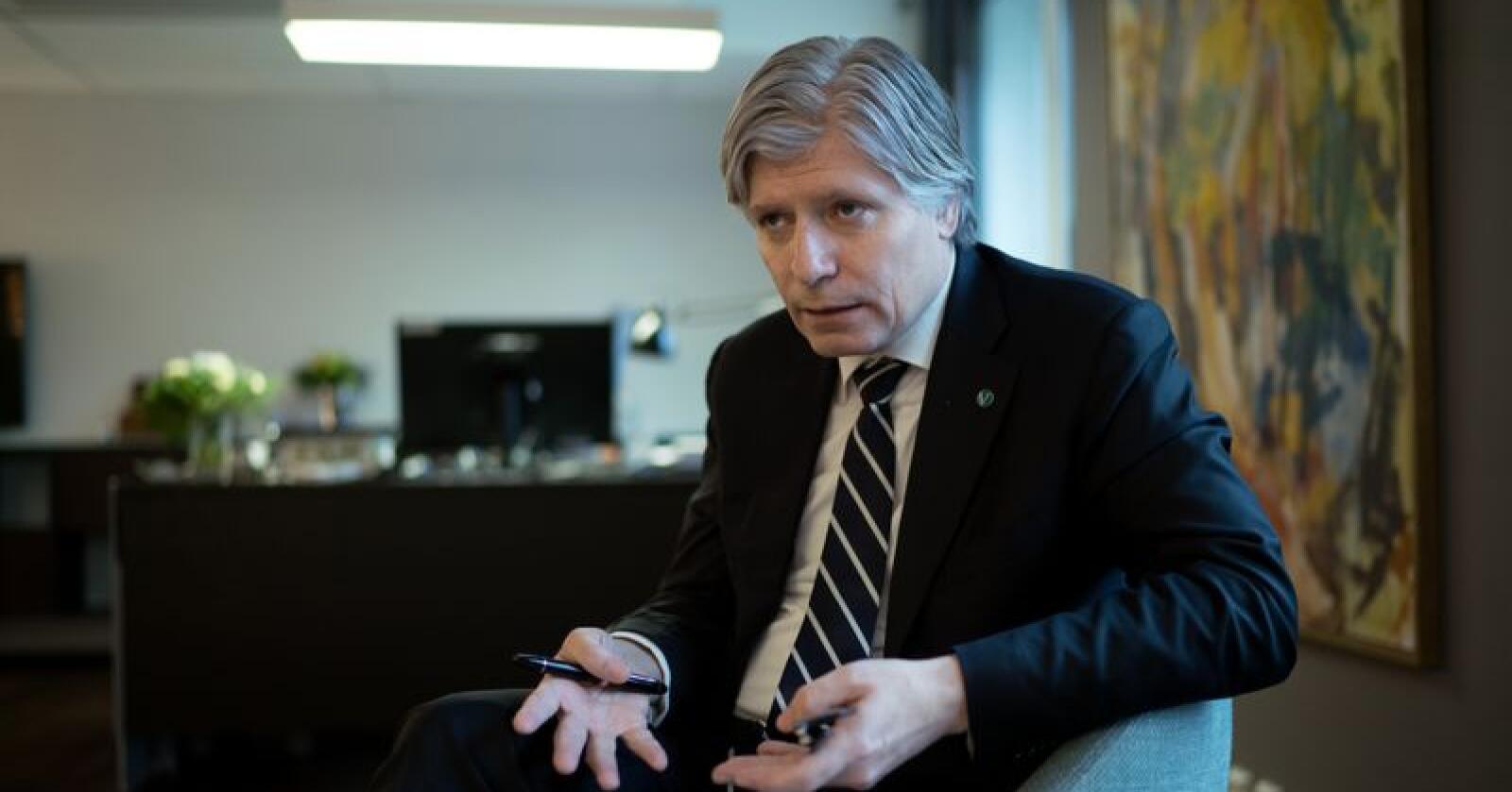 Klima- og miljøminister Ola Elvestuen (V) sier at Norge holder tilbake rundt 300 millioner kroner som skulle gått til tiltak mot avskoging av regnskogen. Foto: Ketil Blom Haugstulen