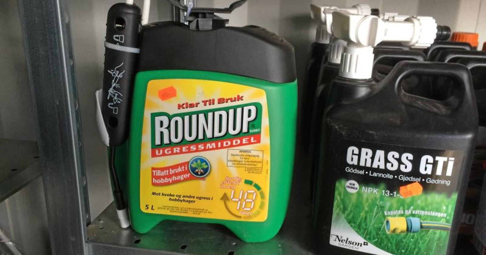 Selskapet Bayer eleverer flere former for ugressmiddel, blant annet Roundup. Foto: Svein Egil Hatlevik
