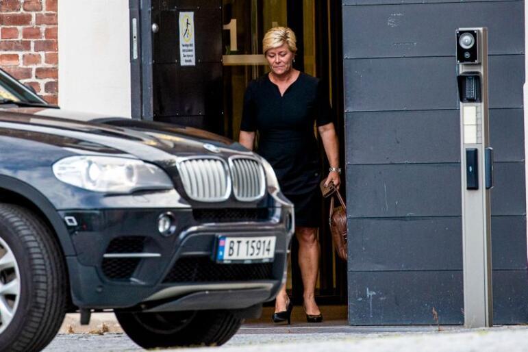 Finansminister Siv Jensen (Frp) forlater statsministerens kontor i Glacisgata. Foto: Stian Lysberg Solum / NTB scanpix