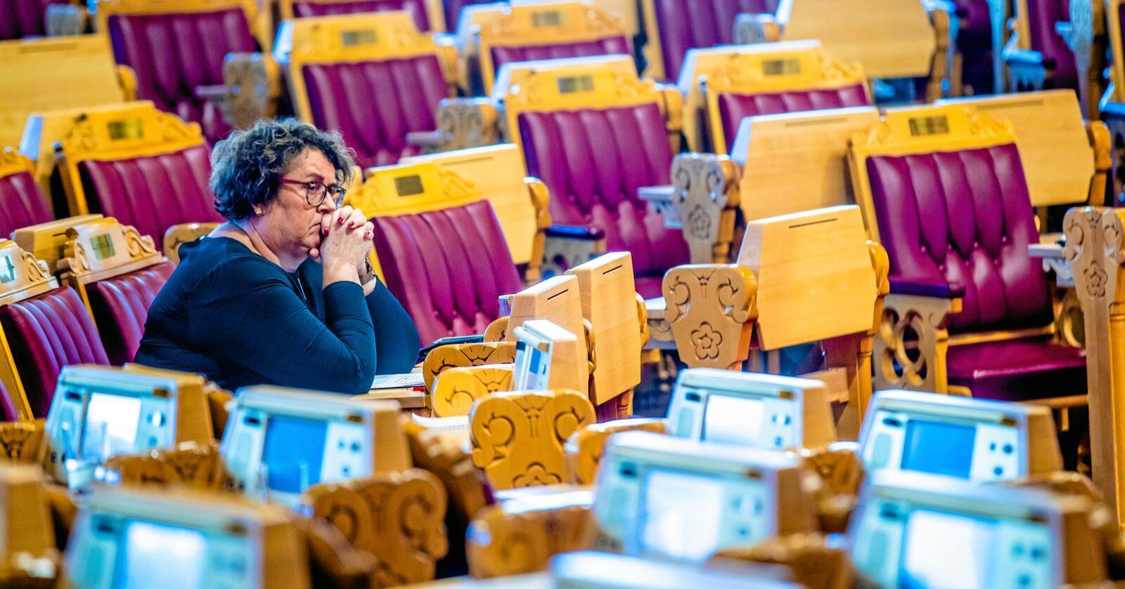 Landbruksminister Olaug Bollestad (KrF) i Stortingssalen. I ei brev til Stortinget beklagar ho at ho har gitt feil informasjon i saka om Rema-kyllingane. Foto: Stian Lysberg Solum / NTB