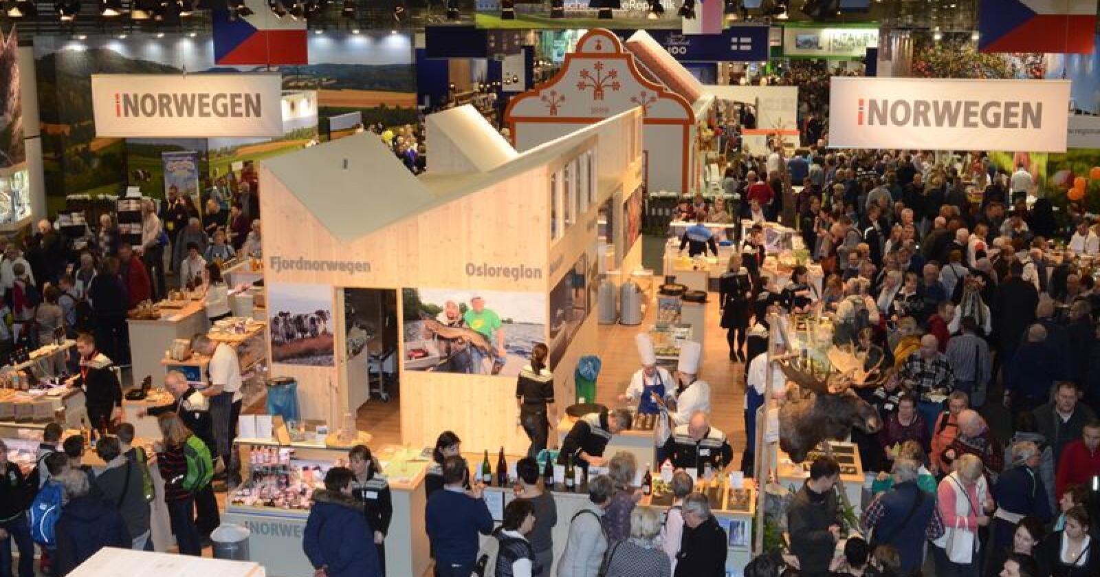 Grüne Woche er den største internasjonale messen for mat og landbruk. Norge har deltatt i mer enn 30 år. Dét er ikke gratis. Foto: Linda Sunde