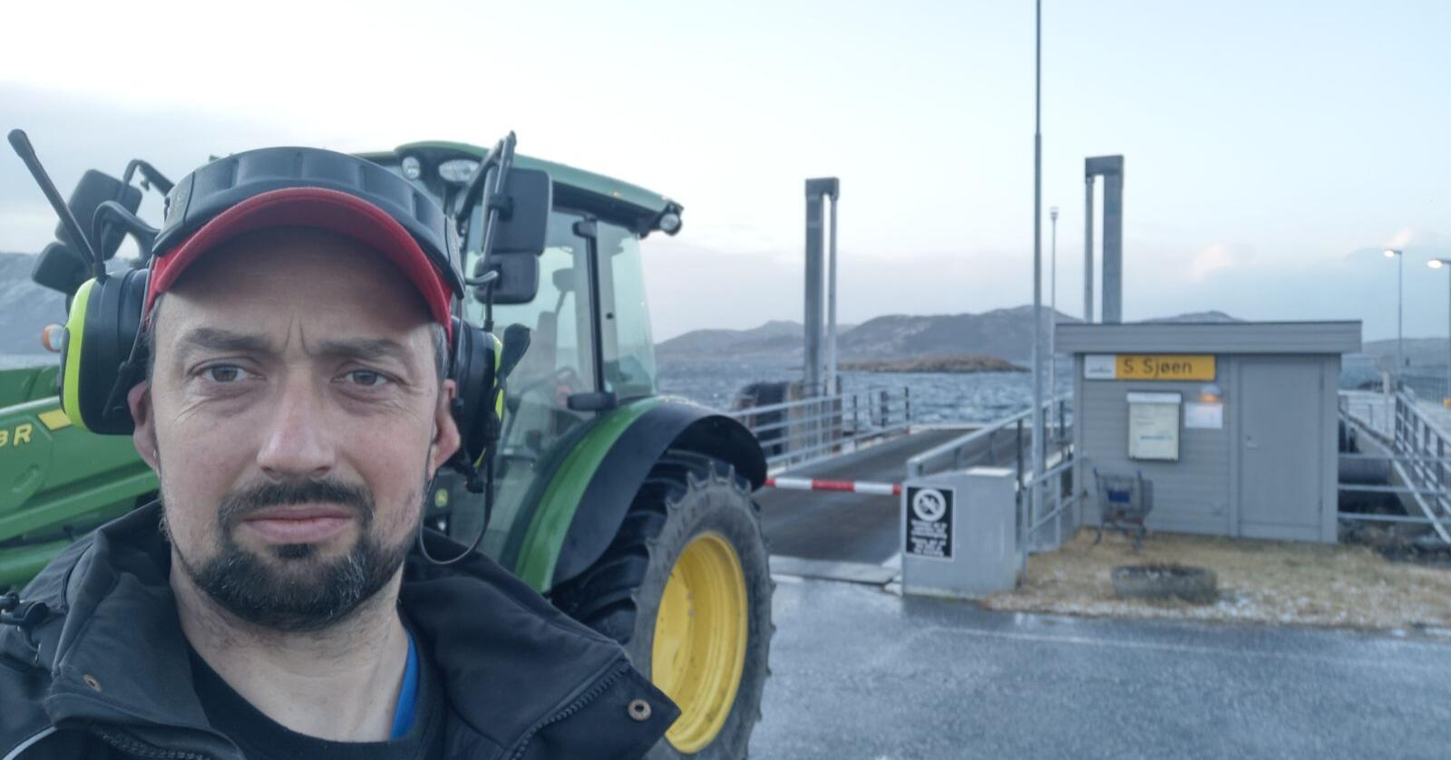 John Erik S. Johansen er melkebonde på Løkta, styremedlem i Norges Bondelag, tidligere ordfører i kommunen.