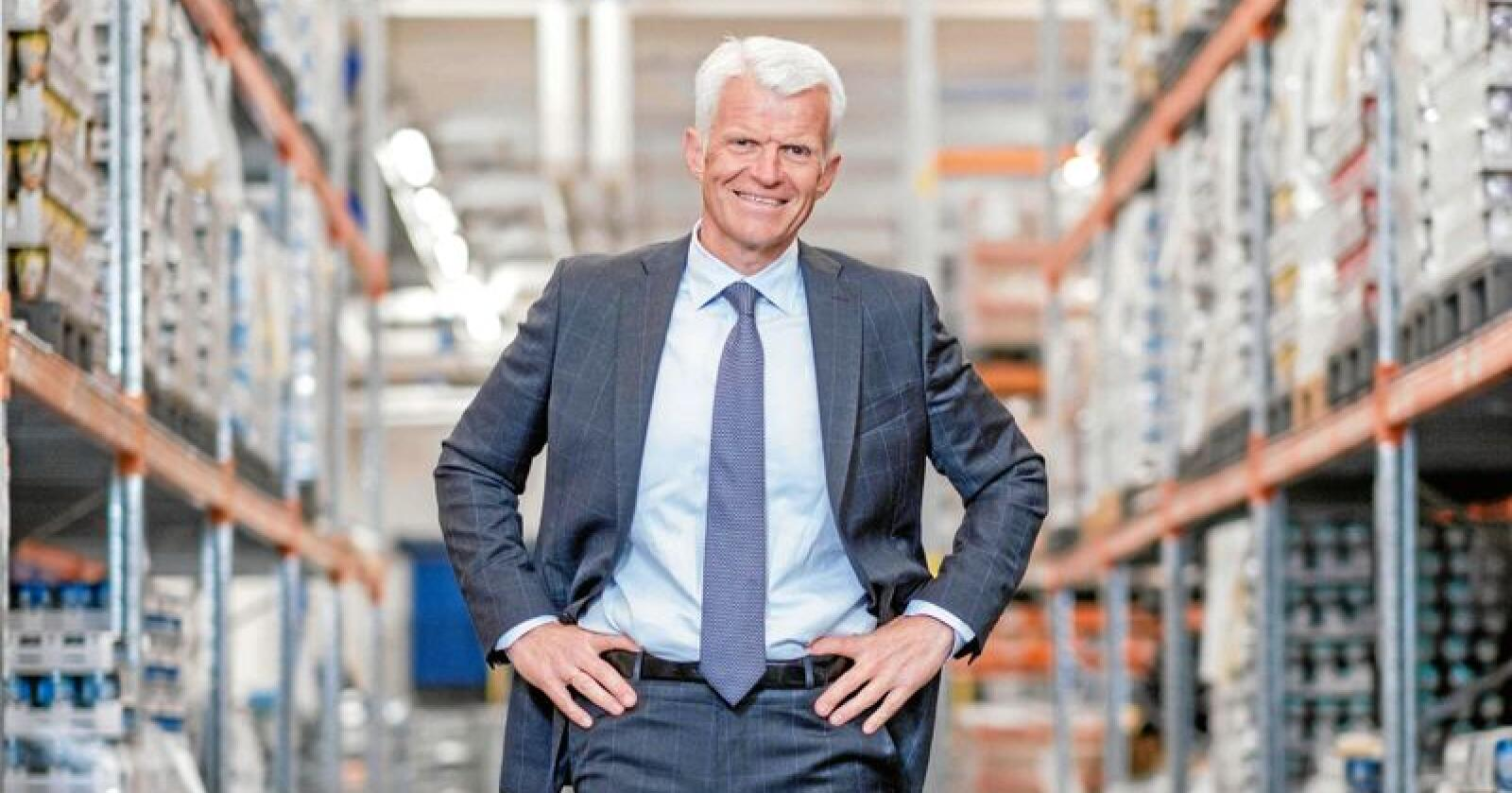 Erik Volden, konserndirektør i Kavli, seier prisutviklinga på råvarer er utfordrande. Foto: Kavli