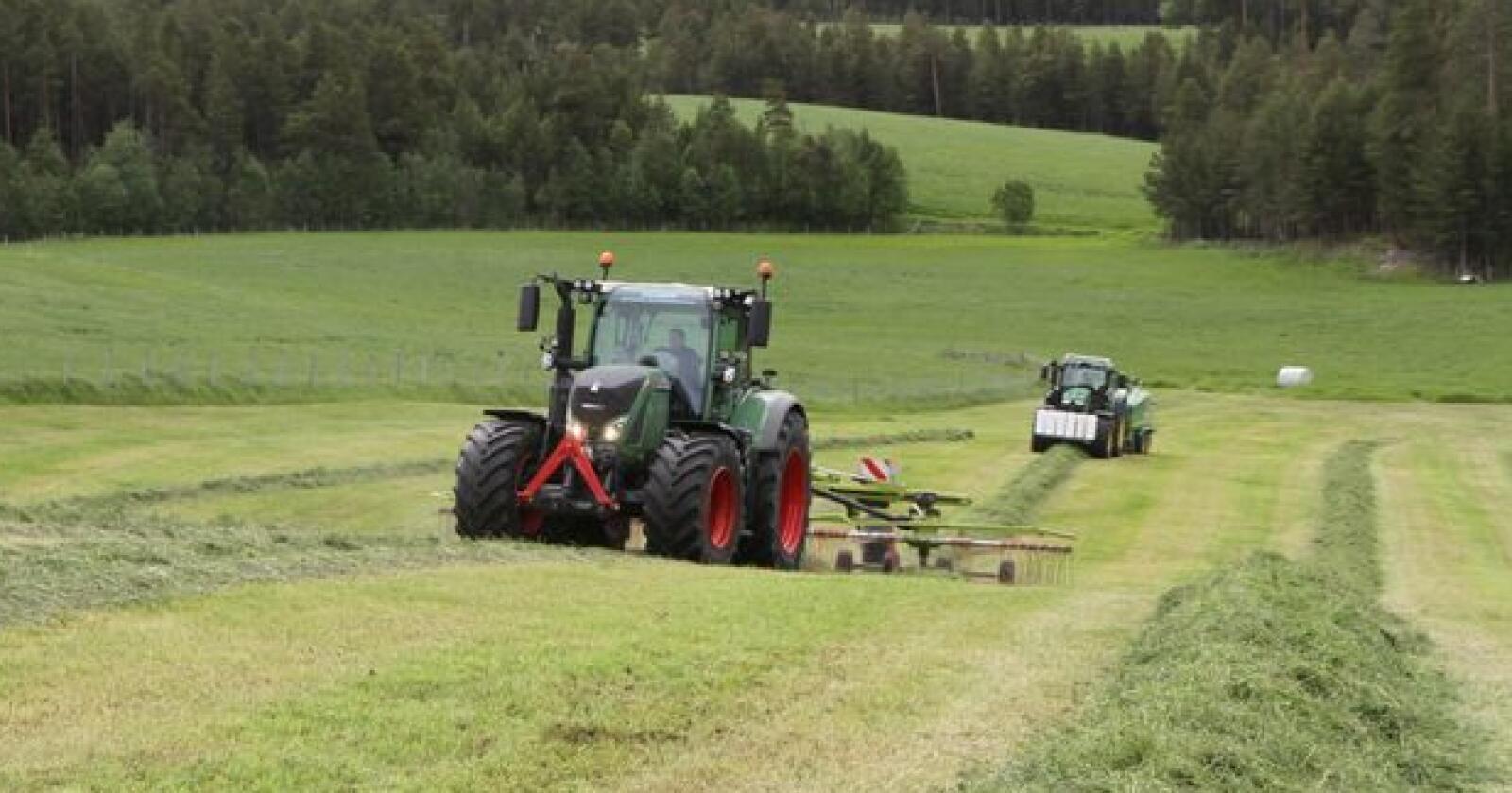 Meld inn priser: Fagbladet Norsk Landbruk vil vite hva du tar for leiekjøring og utleie av maskiner og utstyr. Foto: Trond Martin Wiersholm
