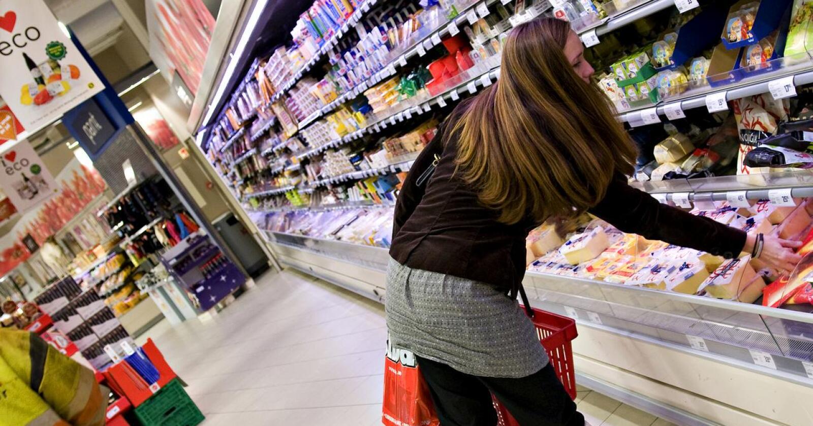 Ost: I butikkenes ostedisker har Tine i snitt 40 prosent av plassen. Synnøve Finden, sammen med dyktige lokalprodusenter og importert ost, har resten, skriver Ole Martin Buene. (Foto: Tine)