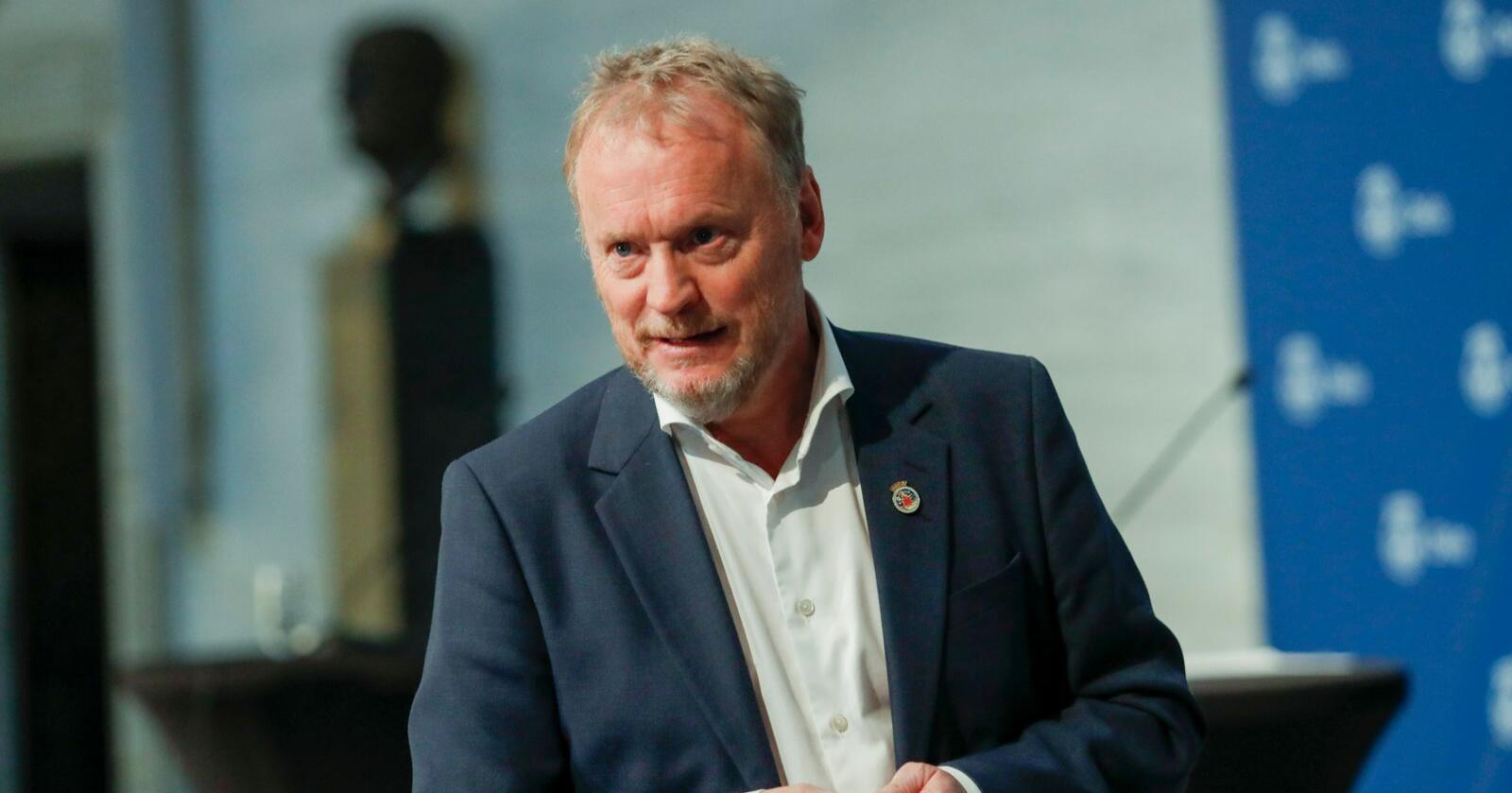 – Jonas Gahr Støre er Arbeiderpartiets leder, og vår statsministerkandidat foran valget til høsten. Det støtter jeg, sier Raymond Johansen. Foto: Terje Bendiksby / NTB