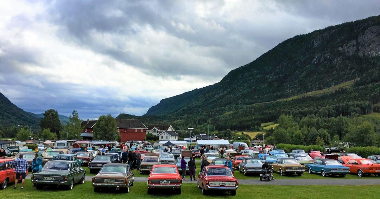 Interessen for historiske kjøretøy er voksende over hele landet. Her masse gamle biler og Ford-entusiaster samlet på landstreff på Gol for noen år siden. Foto: Ford M Klubb