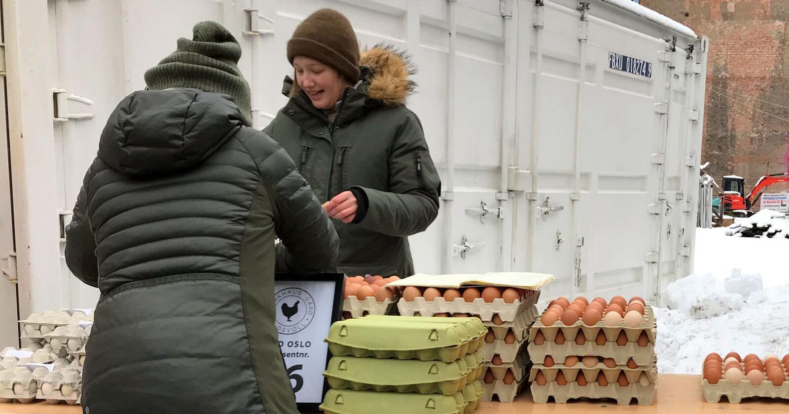 Reko-produsentane tilbyr eit variert sortiment innan lokalmat. Utvalet varierer sjølvsagt etter sesong, og frå ring til ring, men det er noko å kjøpe heile året. Her er alt frå konfekt, kaker og sjømat til dei som sel meir vanlege landbruksprodukt som grønsaker, egg, korn-, kjøt- og mjølkeprodukt.Foto: Kari Hamre / NPK