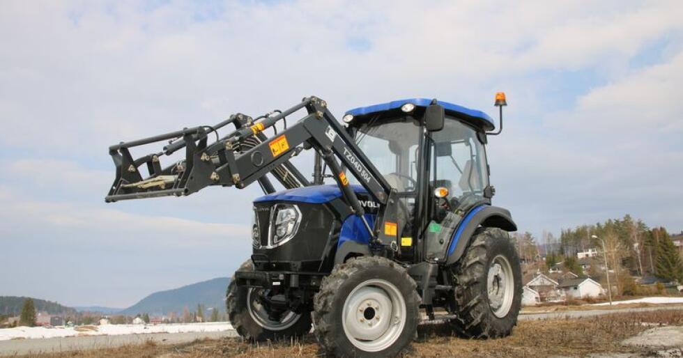 Traktors prøvekjøring av Lovol gav et overraskende godt inntrykk. Den lille traktoren byr på valuta for pengene, og bør være et godt alternativ til brukttraktor for hobbybrukeren. (Foto: Lars Raaen)