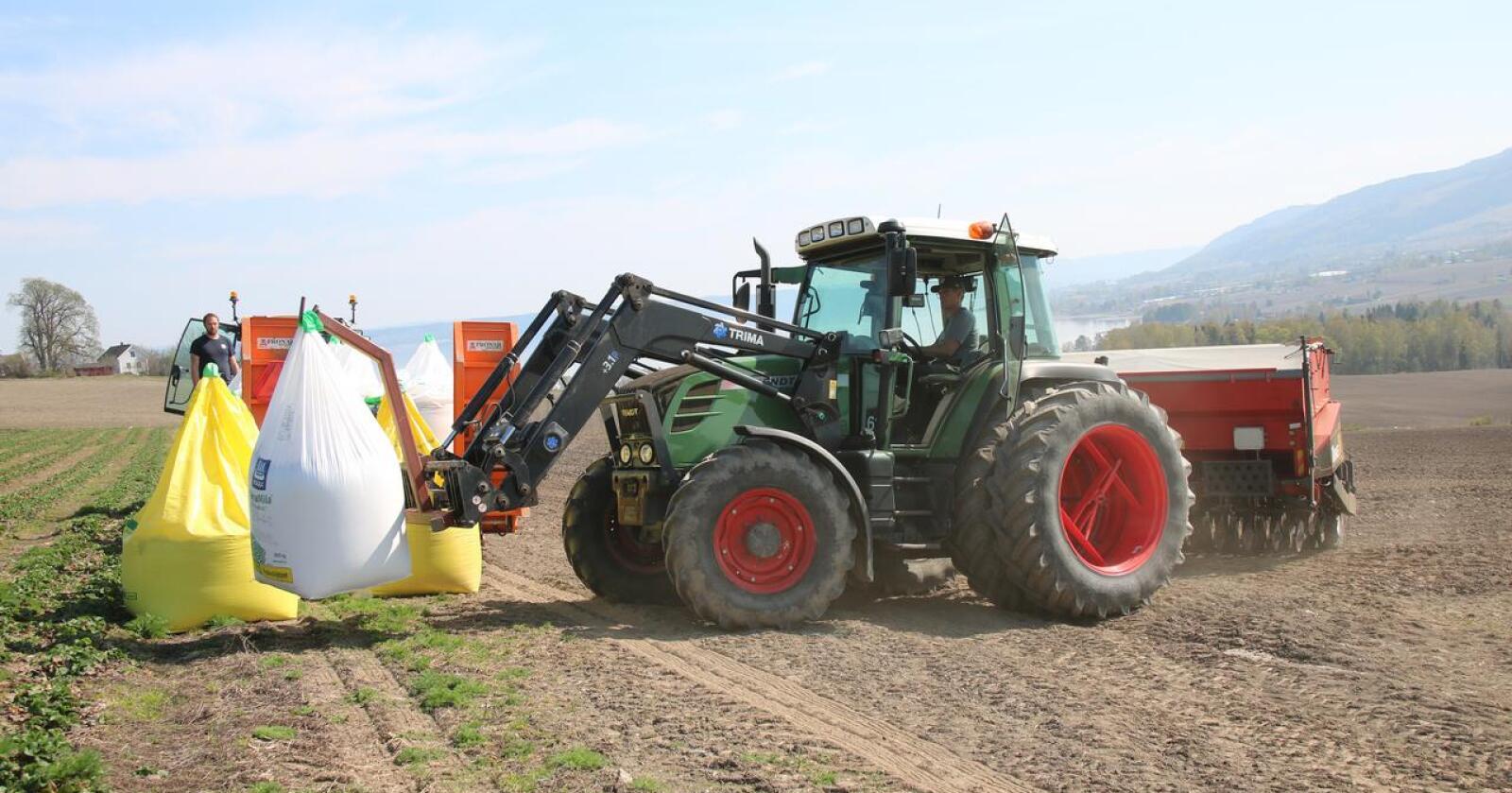 Høye priser og redusert produksjon av ammoniakk gjør at FK Agri stanser salget av mineralgjødsel fra i dag. (Arkivfoto)