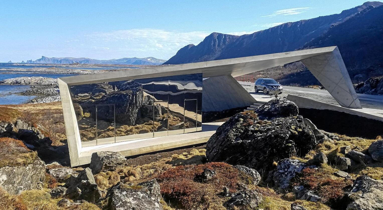 Attraksjonen Nasjonale turistveier er 18 turer gjennom praktfull norsk natur. Turistvegane går gjennom varierte område med unikenaturkvaliteter, langs kyst, fjord, fjell og fjord. Her er siste tilvekst på stammen. Bukkekjerka i Andøy. Foto: Hugo Fagermo