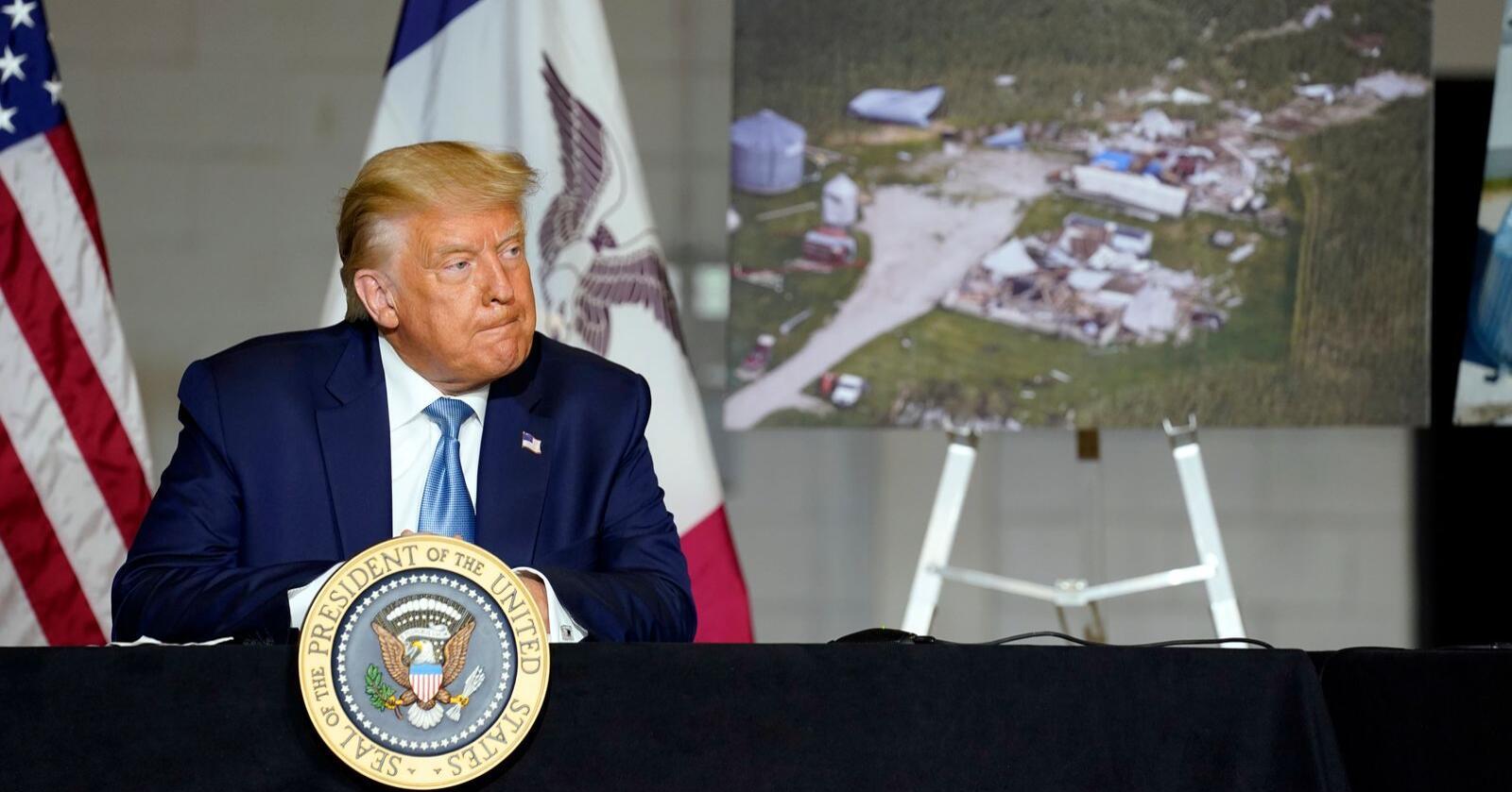 Trenger bondestøtte: President Donald Trump under et krisemøte i Cedar Rapids, Iowa etter flommen som traff Øst-Iowa i høst. Det var andre storflommen på to år, etter at 400.000 dekar i jordbruket i Iowa ble oversvømmet i 2019. Foto:  Evan Vucci / AP / NTB