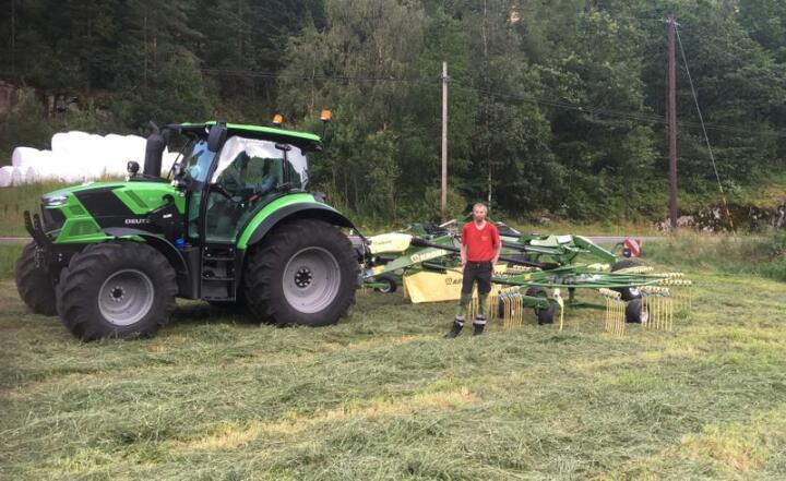 Dragland Maskin AS satser korta på traktorer fra Deutz-Fahr og grasutstyr fra Krone. (Bilde: Odd Einar Dragland)