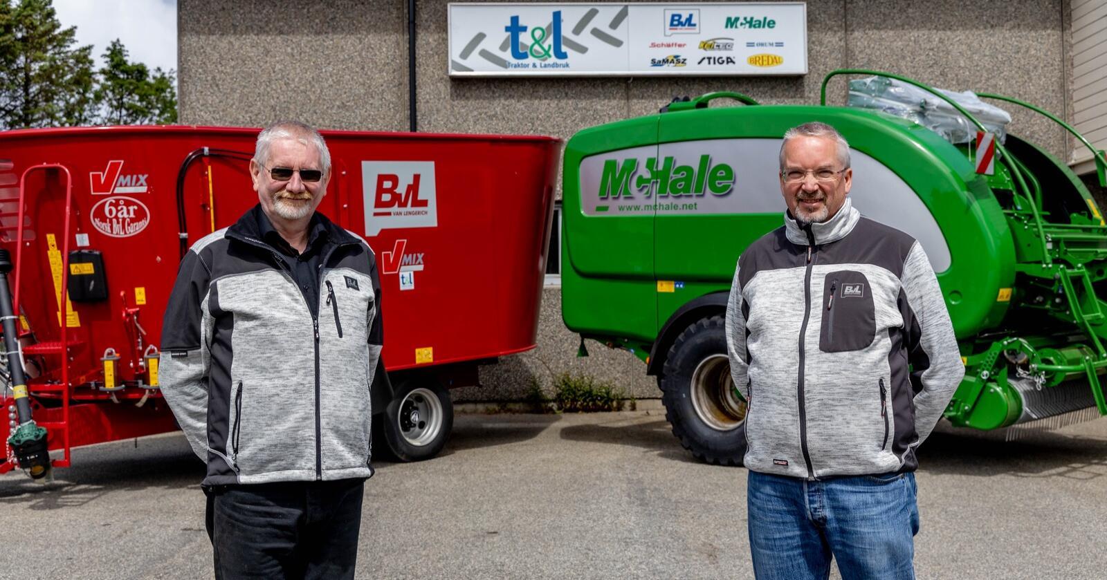 Knut Helliesen (t.v.) og Magnus Østby ser fram til å utvikle Traktor & Landbruk AS og NT  Maskin AS. Foto: Traktor & Landbruk AS