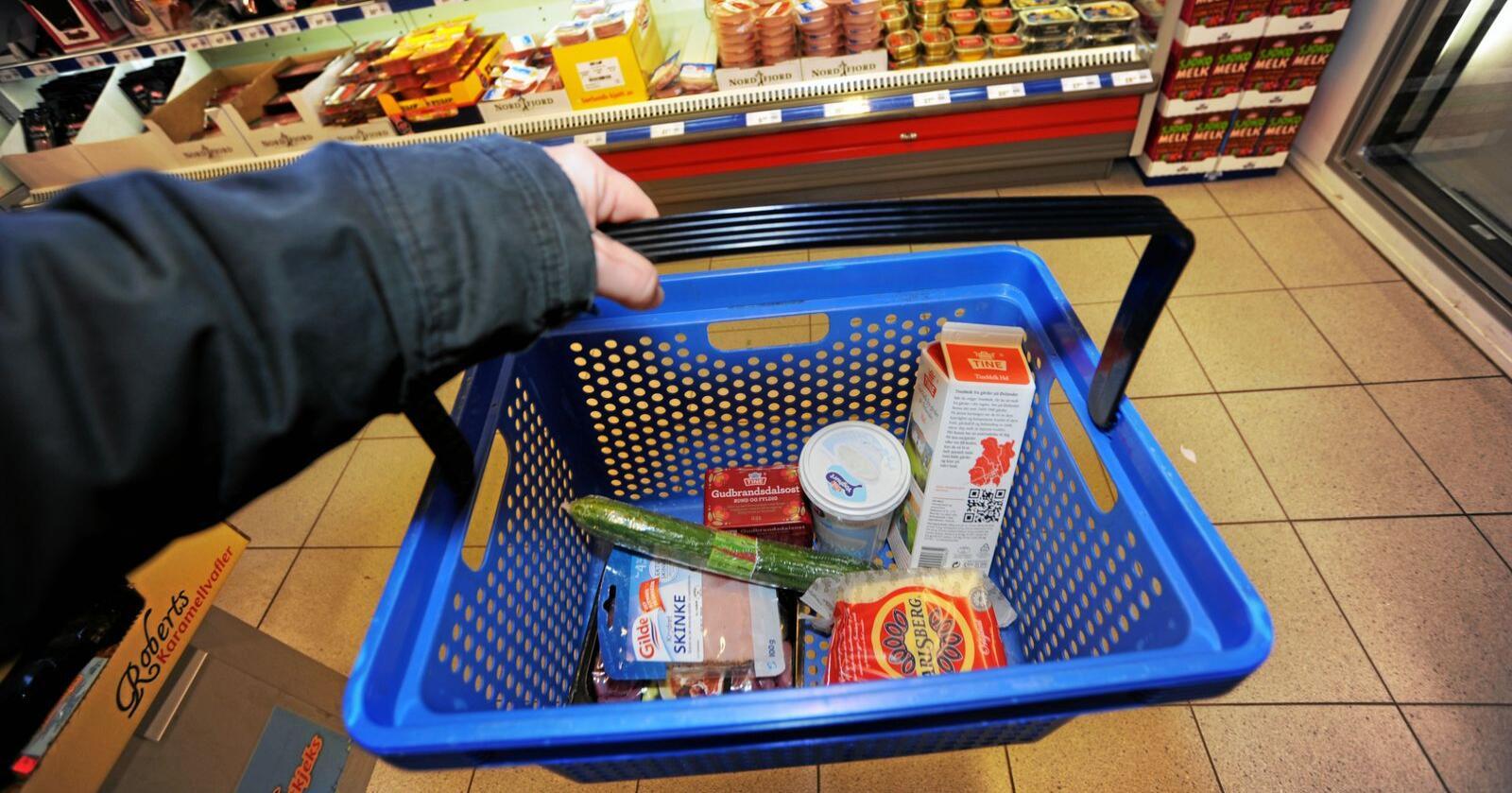 Norske matvarepriser er fortsatt blant Europas høyeste. Fpu mener landbrukssubsidier og importvern er årsaken og vil ha dem bort. Med det forsvinner også 80.000 arbeidsplasser i landbruket, svarer Senterungdommen. Foto: Siri Juell Rasmussen