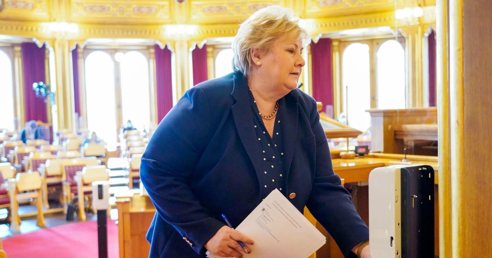 Statsminister Erna Solberg i Stortinget i forbindelse med debatten tirsdag etter redegjørelsen hennes i forrige uke om koronakommisjonens rapport. Foto: Gorm Kallestad / NTB