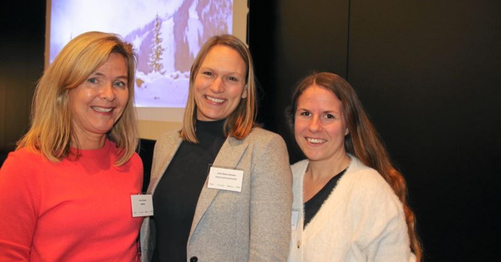 Irma Oskam fra NMBU, Julie Føske Johnsen fra Veterinærinstituttet og Stine Grønmo Kischel fra Tine er med i gruppa som utvikler Smart Calf Care. Foto: Andrea Sofie Aasvang
