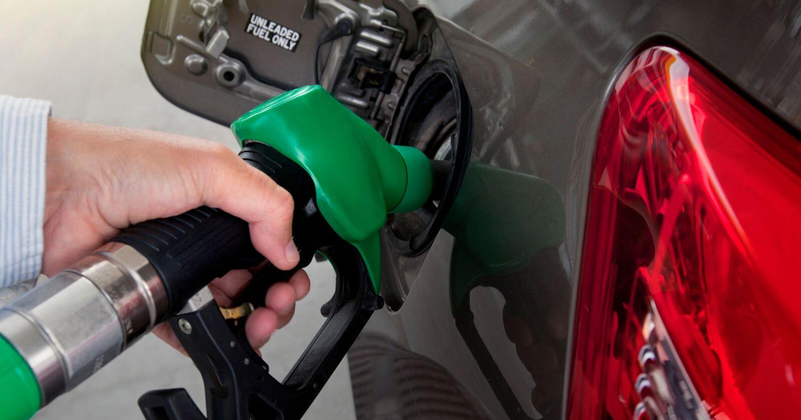 Biodrivstoff blandes inn i bensin eller diesel. Foto: Mostphotos