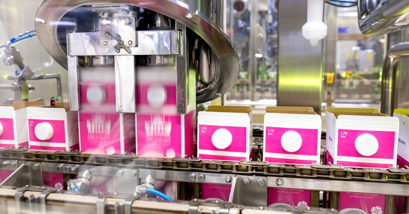 Tine må produsere mer melk enn vanlig. Foto: Gorm Kallestad / NTB scanpix