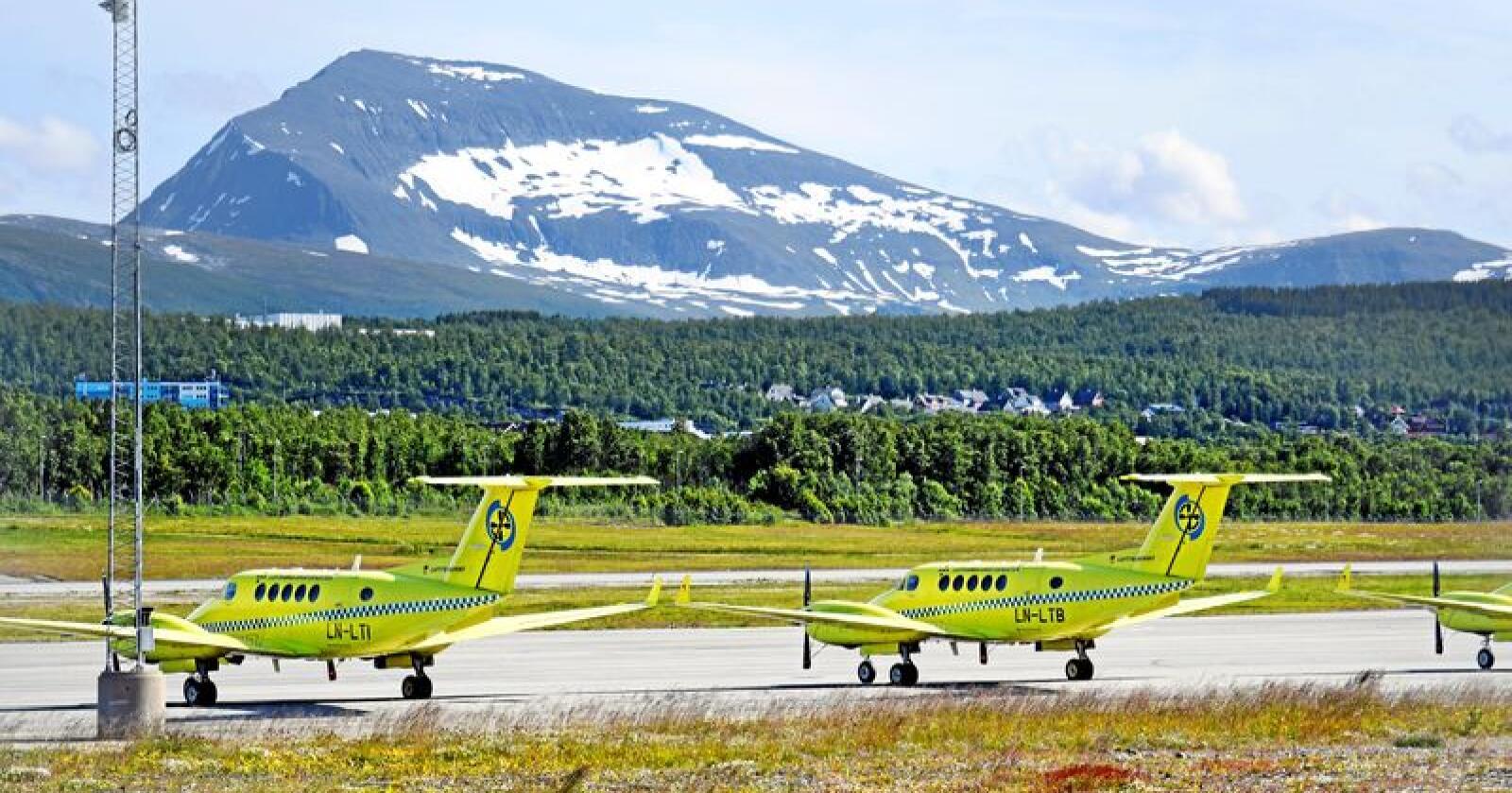 Det er store utfordringer knytta til luftambulanse i nord. Forsvarets Bell-helikoptere har bistått. Foto: Rune Stoltz Bertinussen / NTB scanpix