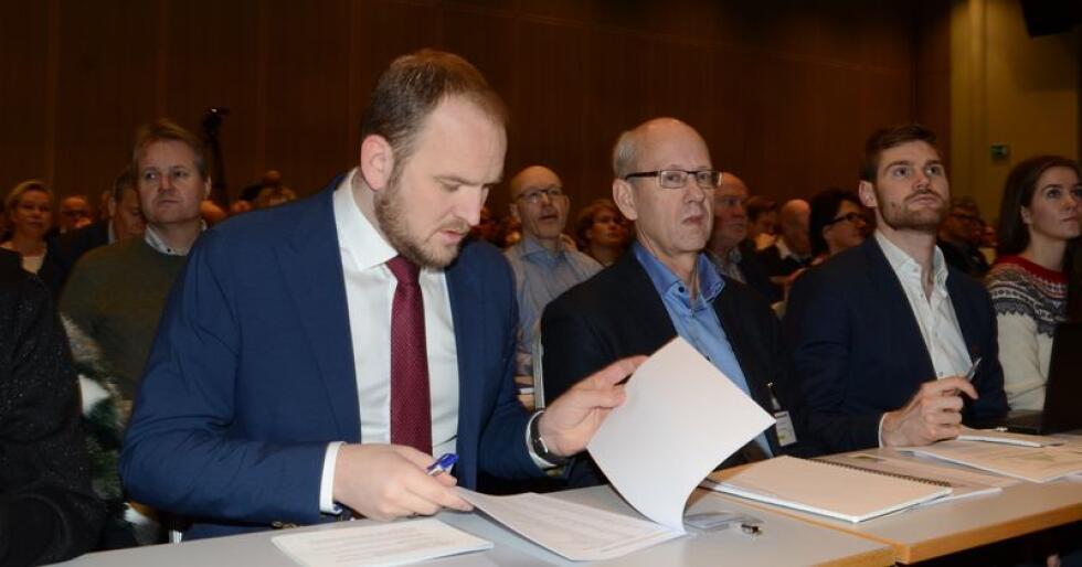 Jon Georg Dale, Lars Fredrik Stuve og Nils Kristen Sandtrøen, Arbeidpartiets landbrukspolitiske talsperson, på Kornkonferansen 2018. (Foto: Linda Sunde)