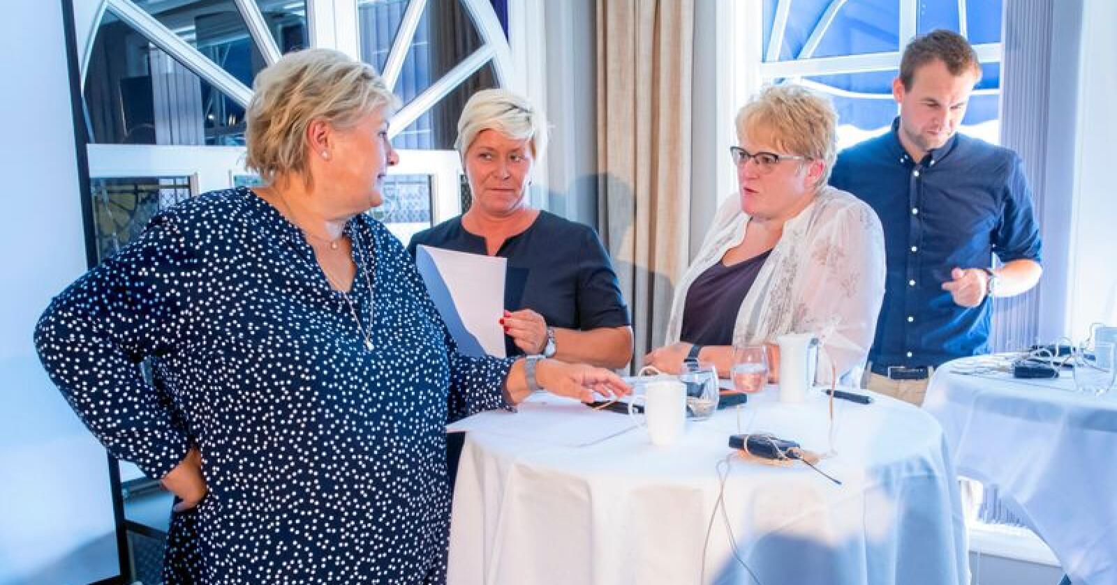 Vil ikke ha pelsdyrnæring: De fire regjeringspartiene, her med partilederne Erna Solberg (Høyre), Siv Jensen (Frp), Trine Skei Grande (Venstre) og Kjell Ingolf Ropstad (KrF). Foto: Håkon Mosvold Larsen / NTB scanpix