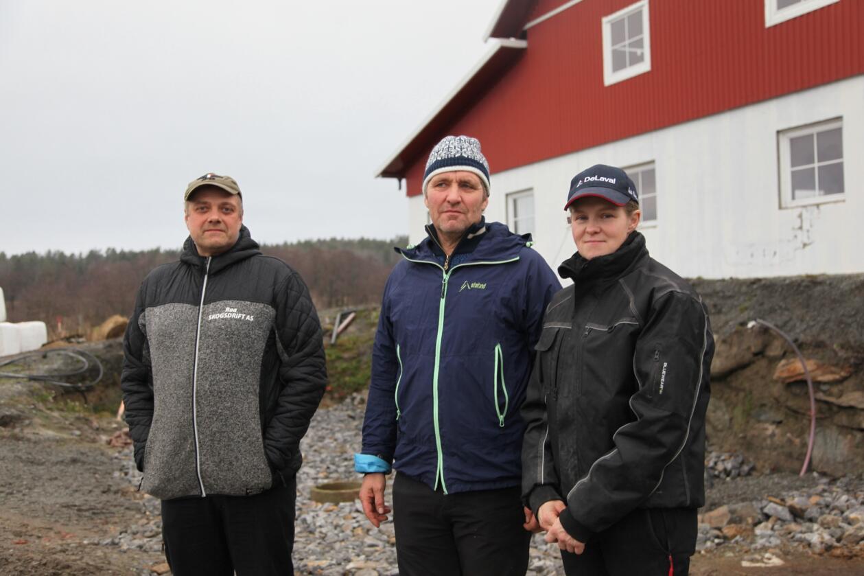 Nils Christian Herrebrøden, Jarle Herrebrøden og Marie Herrebrøden. De to sistnevnte er gift, Nils Christian er nabo og (på tross av navnet) ikke i familie med dem. De hadde diesellekkasje på begge gårdene i løpet av kort tid.