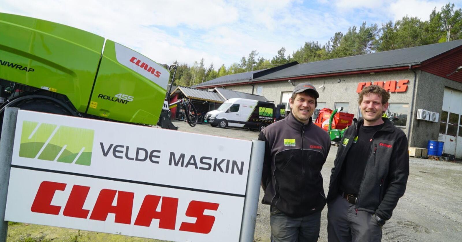 F.v: Harld og Asbjørn Velde. (Foto: Norwegian Agro Machinery)