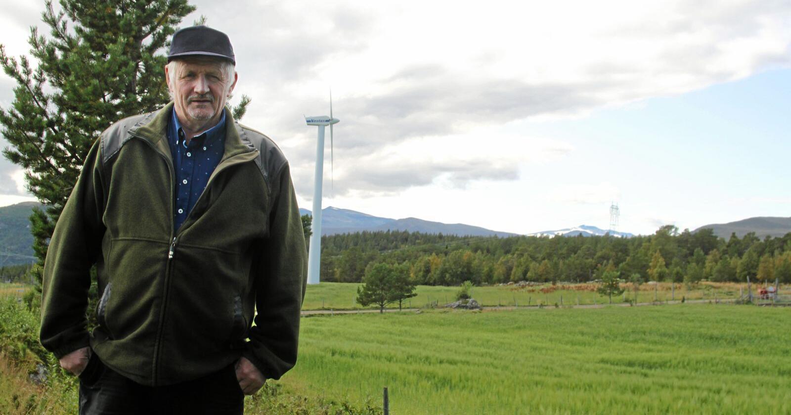 Bonde Erling Lusæter ser nå store muligheter for et nytt slakteri basert på rike, bærekraftige beiteressurser i regionen. Foto: Lars Bilit Hagen