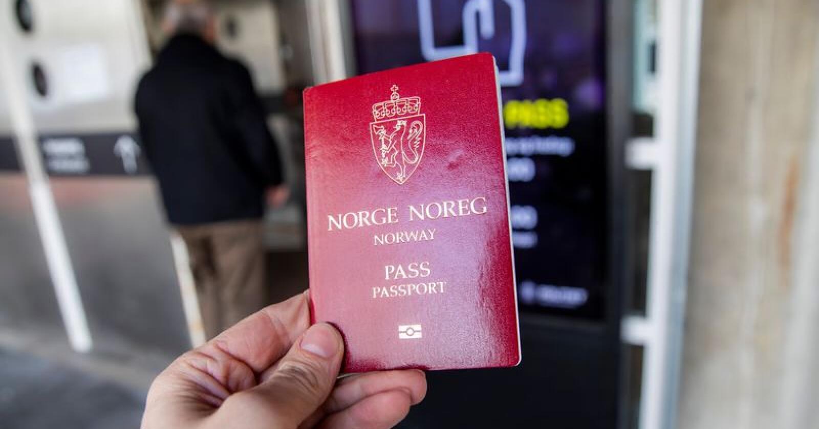 Stortinget vedtok sommeren 2018 at 90 prosent av innbyggerne skal bo maks 45 minutter fra et passkontor. Vedtaket er ikke mulig å gjennomføre, mener regjeringen. Foto: Håkon Mosvold Larsen / NTB scanpix
