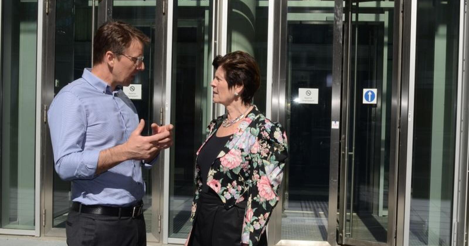 Lars Petter Bartnes og Merete Furuberg kjemper for at landbruket skal få en krisepakke. Foto: Linda Sunde