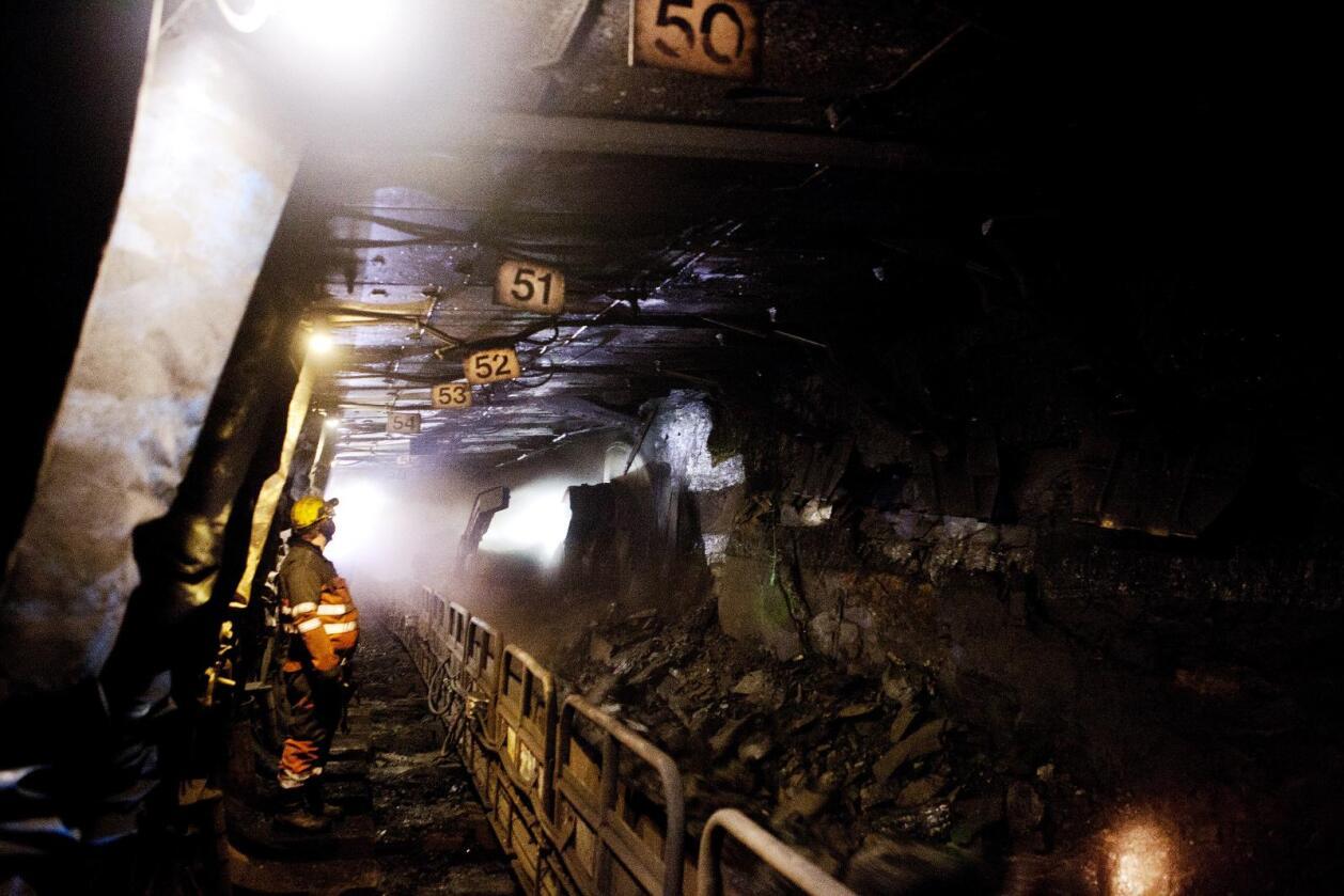 Det blir redusert drift i Svea og Lunckefjell, mens gruve 7 utenfor Longyearbyen foreløpig ikke blir berørt av spareplanene.  Foto: Tore Meek / Scanpix