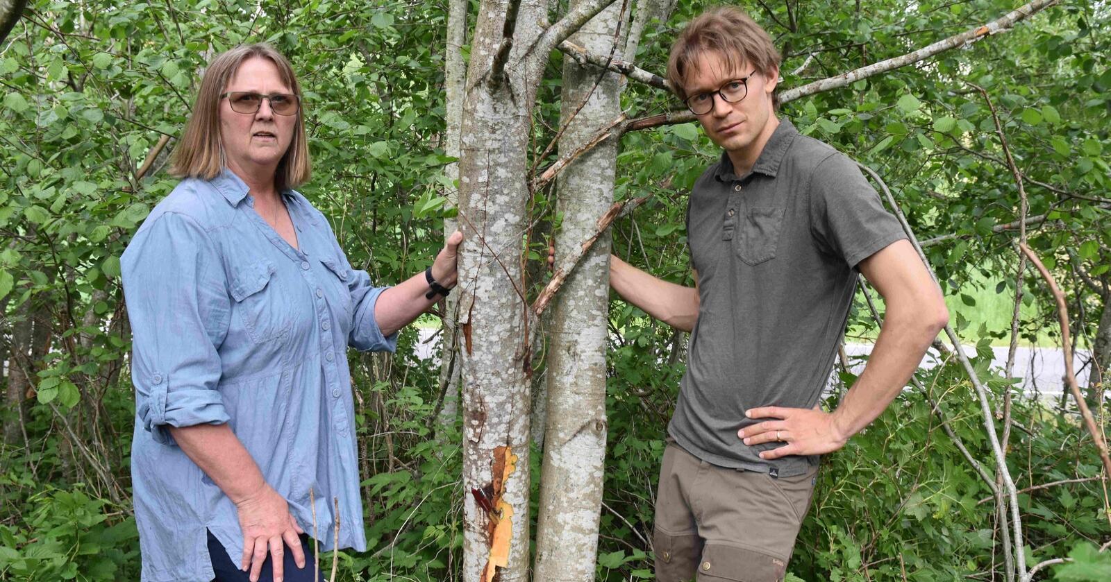 Forskerne Venche Talgø og Martin Petterson ved NIBIO har klare råd til oss alle for å unngå spredning av plantedreperen Phytophthora.Foto: Siri Elise Dybdal