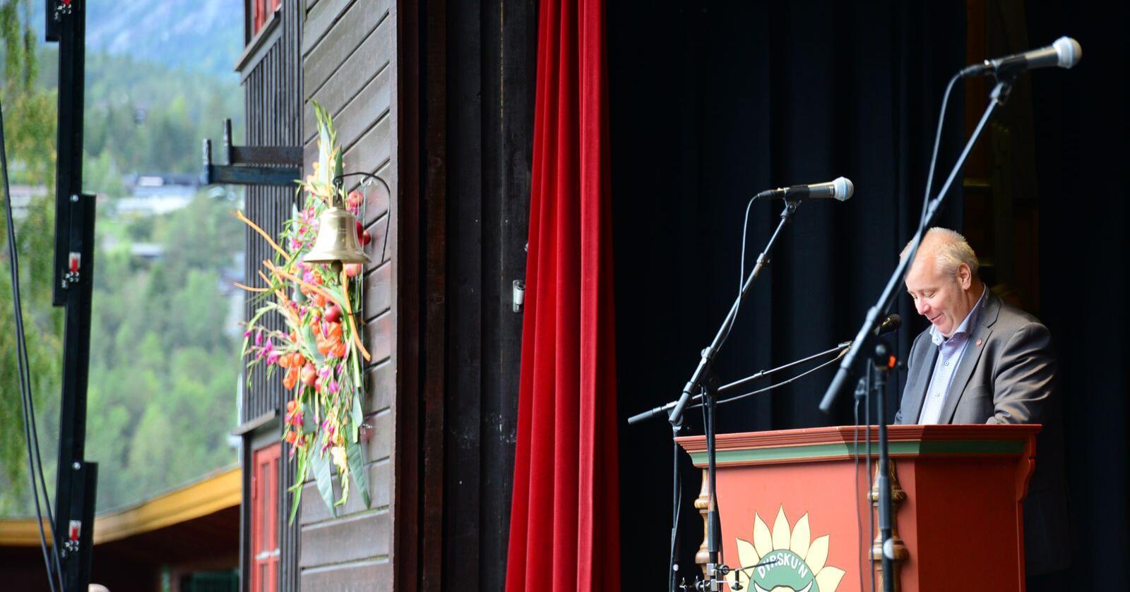 Bård Hoksrud under tala han heldt som landbruksminister på Dyrsku'n i 2018. Foto: Siri Juell Rasmussen