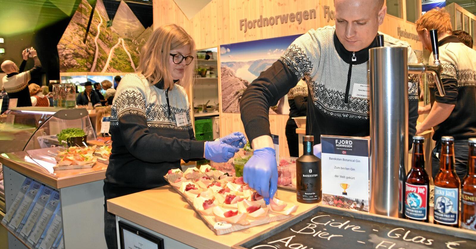 Gunhild Moe  og Olav Lindseth fra Energihotellet under fjorårets Grüne Woche i Berlin. Foto: Christiane Jordheim Larsen