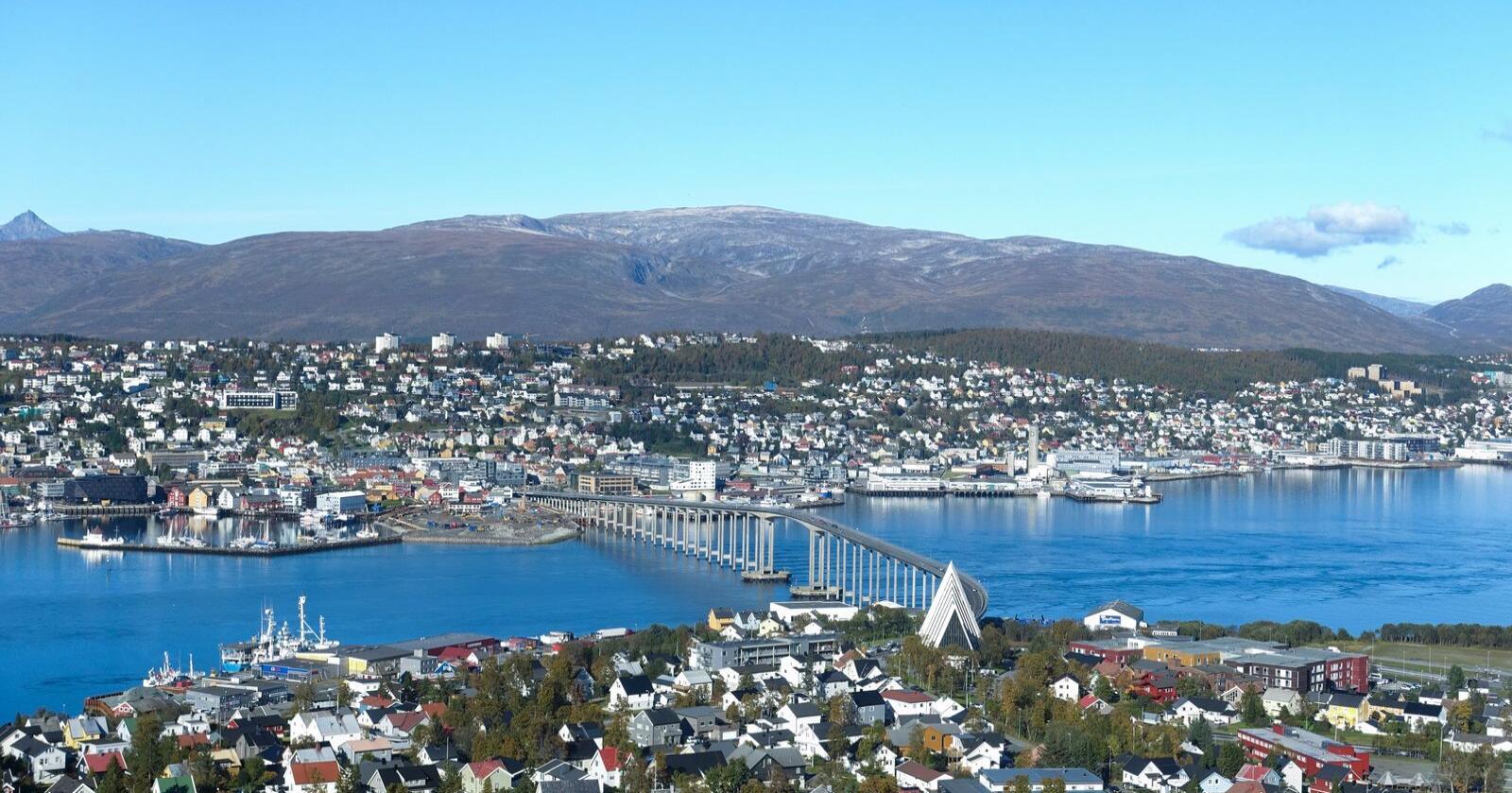 Utsikt over Tromsø by fra Fjellheisen. Tromsø kan bli sentrum for et politisk skifte på høyresiden i Nord-Norge. Foto: Marianne Løvland / NTB scanpix