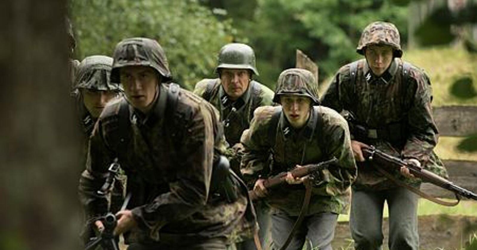 Dokumentar eller spillefilm? : «Frontkjemperne» dramatiserer  krigshendelser. Det gir en flytende grense mellom fakta og fiksjon. Foto: Lukas Salnas/Filmavdelingen AS/NRK