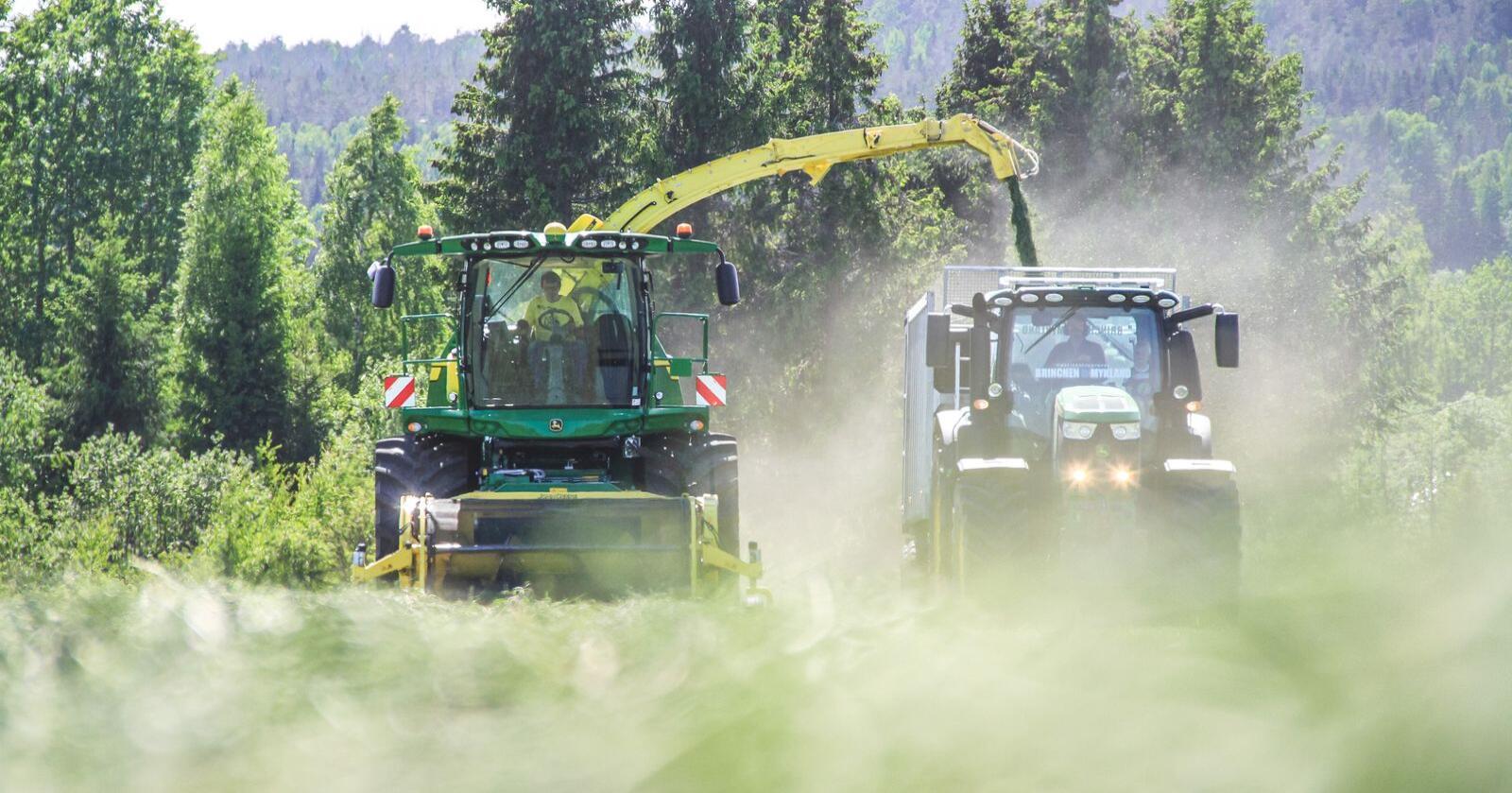 Eiker Høstelag har investert om lag fire millioner kroner i nytt høsteutstyr til grovfôr. En Harvestlab for grovfôranalyse spiller hovedrollen i arbeidet.  Foto: Hans Krekling